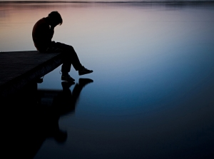pier-sadness-boy-so-sad-lake-mood-alone-picture-evening-photo-hd-wallpaper